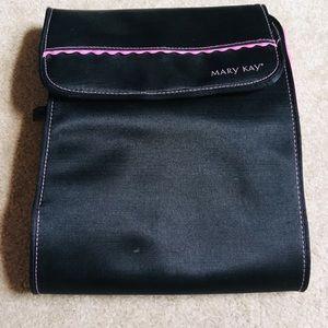 MARY KAY// Fold up or hang up capable cosmetic bag